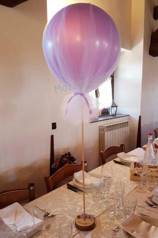centrotavola-sul-legno-e-scritta-personalizzata-e-palloncino-tulle---mazzucchellis