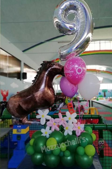 composizione-palloncini-compleanno-9-anni-cavallo--mazzucchellis